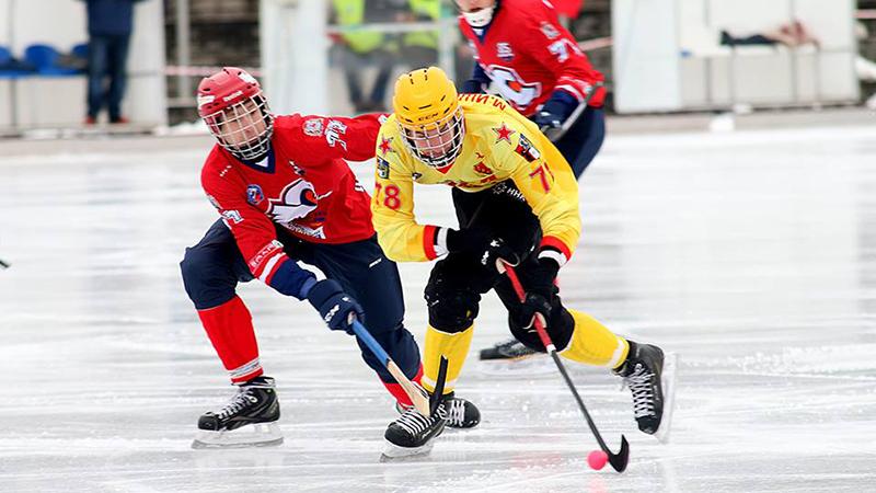 Хоккей с мячом: сегодня хабаровский «СКА-Нефтяник» в 1/4 плей-офф играет в Кемерово с «Кузбассом»